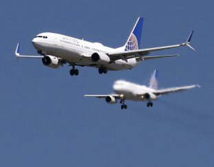 united-airlines-warns-thousands-of-workers-that-their-jobs-are-at-risk