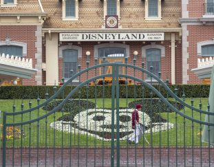 coronavirus-hurt-theme-parks-costing-disney-2-6-billion