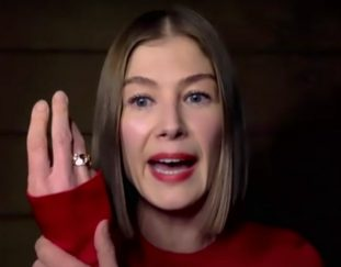 rosamund-pike-says-she-buries-awards-in-her-garden-video
