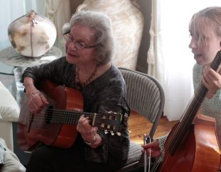 flory-jagoda-keeper-of-sephardic-music-tradition-dies-at-97