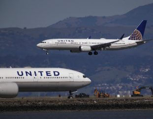 united-airlines-tells-staff-its-hiring-hundreds-of-pilots-for-travel-recovery