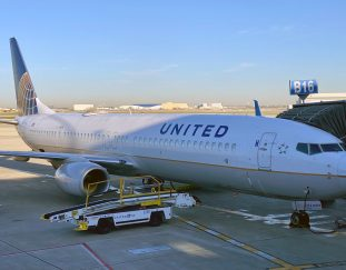 united-airlines-tumbles-9-as-business-and-international-travel-recovery-still-far-off