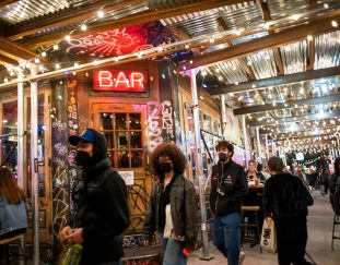 new-york-to-end-restaurant-curfew-allow-bar-seating-in-nyc-starting-may