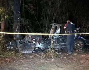2-killed-in-driverless-tesla-car-crash-officials-say