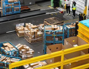 amazon-to-raise-pay-for-500000-workers