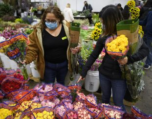 1-800-flowers-can-meet-demand-for-flowers-this-mothers-day-ceo-says