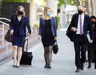 elizabeth-holmes-lawyers-cite-negative-coverage-in-request-to-expand-jury-selection