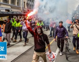 australia-faced-with-worker-protests-over-covid-vaccine-mandate-police-send-in-riot-squads