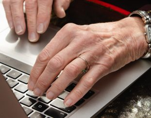 seniors-seeking-vaccines-have-a-problem-they-cant-use-the-internet