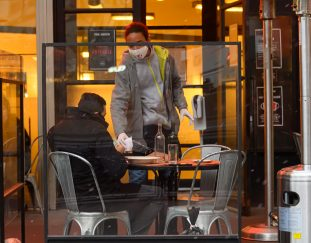 black-restaurant-workers-received-less-in-tips-than-others-during-pandemic