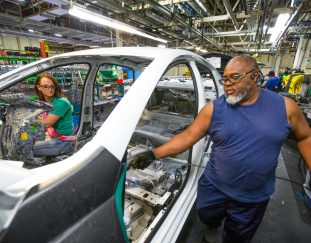 gm-extending-plant-shutdowns-at-three-plants-due-to-chip-shortage