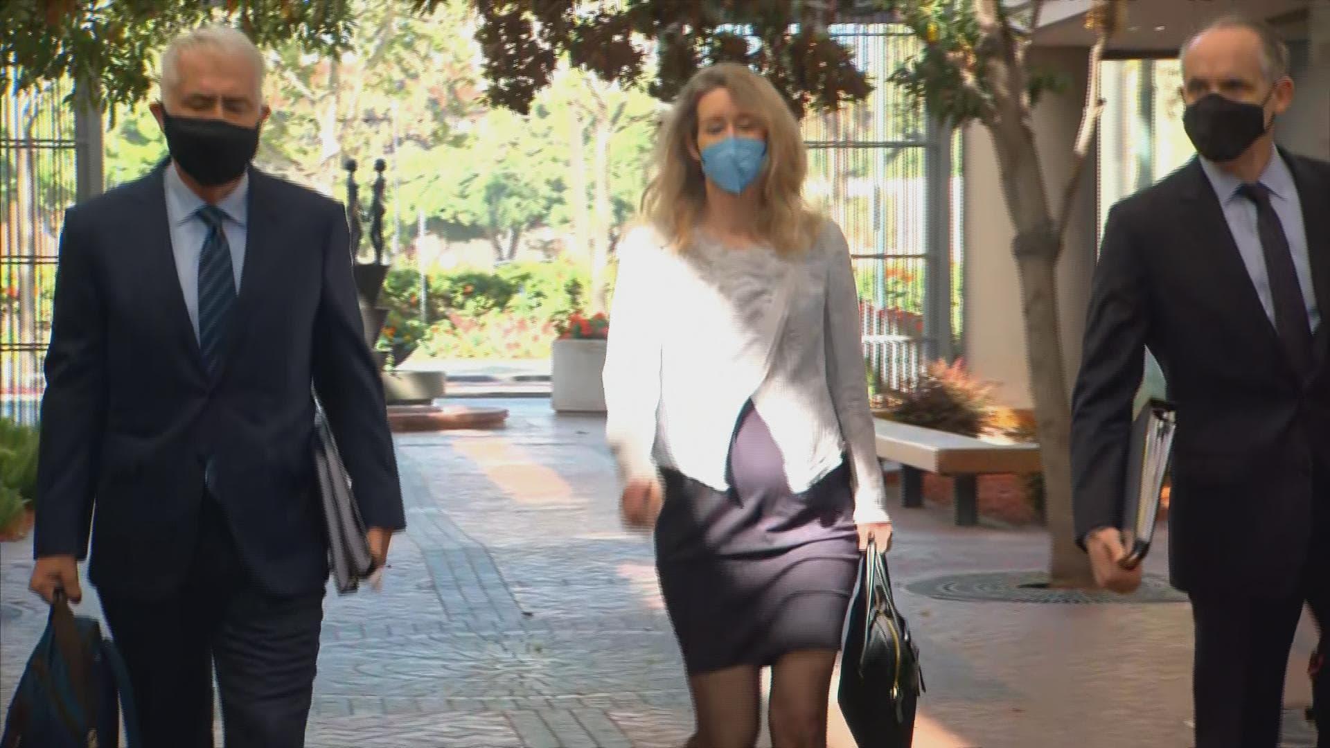 elizabeth-holmes-reappears-in-court-as-attorneys-spar