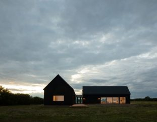 ravi-handa-architect-aamp-studio-make-a-solid-case-for-an-l-shaped-home