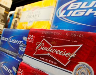 anheuser-busch-to-give-away-free-beer-when-the-u-s-hits-bidens-july-4-vaccination-goal