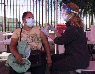black-and-latino-communities-are-left-behind-in-covid-19-vaccination-efforts-coronavirus